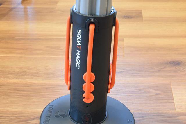 オレンジ色のゴムバンドの位置を変えて、負荷の強さを3段階で調整できる