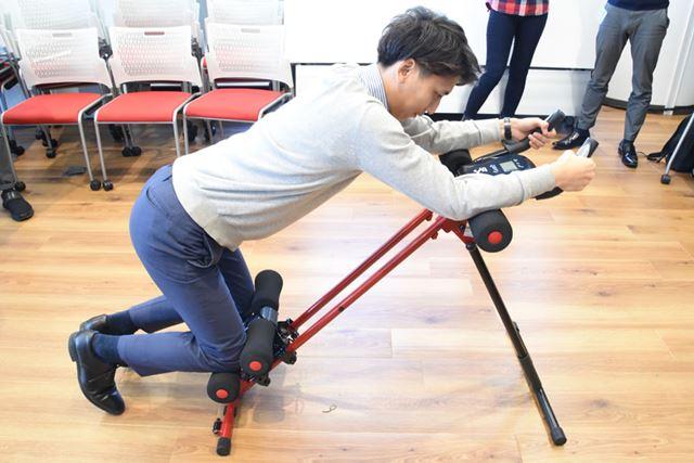 これが基本姿勢。ここから膝を肘の近くまで持ち上げる