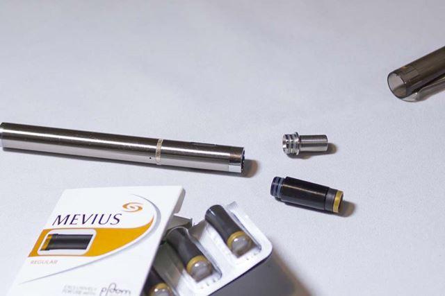 ドリップチップをプルーム・テック対応サイズのものに変えるだけで、たばこカプセルを装着できるようになる