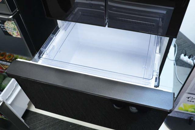 引き出し部の上面はフラットなデザインにすることで汚れがたまりにくく、掃除もしやすい