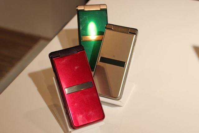カラーバリエーションは、ロイヤルグリーン、シャンパンゴールド、ルージュレッドの3色