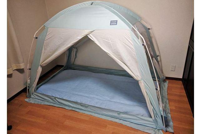 中にいつもの布団を敷きました(これはテントの4面をすべて開けた状態です)
