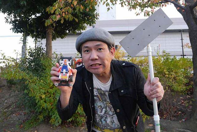 ホッケーの棒がどこで売られているのかわからなかったので、クイックルワイパーで代用!