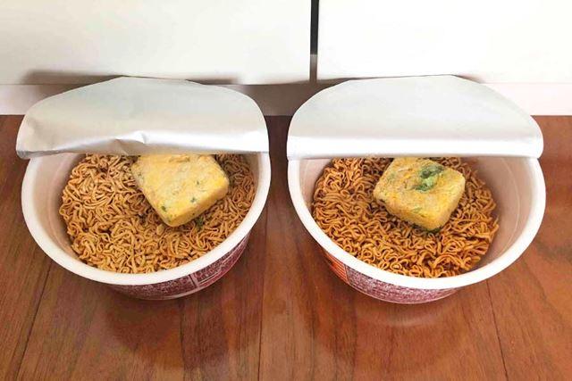 なんだか、右側の麺は左側のものより色が濃いような気がしますが…