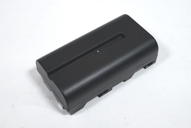 リチウムバッテリーはソニー製のFバッテリー互換品で動作します