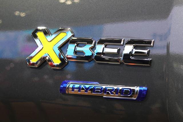 スズキ「クロスビー(XBEE)」のHYBRIDロゴ