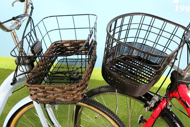 「PAS With DX」(左)のみバスケットは幅広の角型となり、籐風編み込みデザインが採用されている