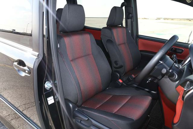 トヨタ 新型「ヴォクシー ZS ハイブリッド」の1列目シート