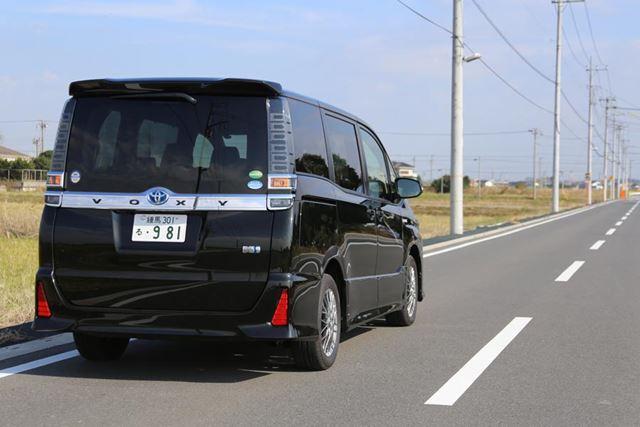 トヨタ 新型「ヴォクシー ZS ハイブリッド」公道イメージ