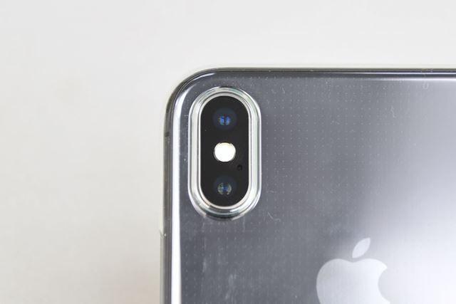カメラの穴のサイズはぴったり