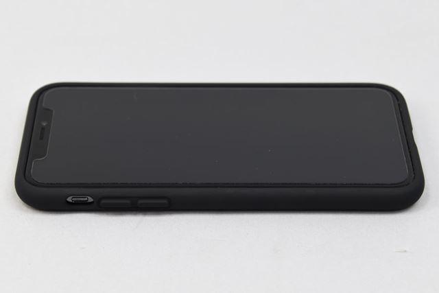 ボタンカバーは、iPhone Xのボタンとぴったり合う配置