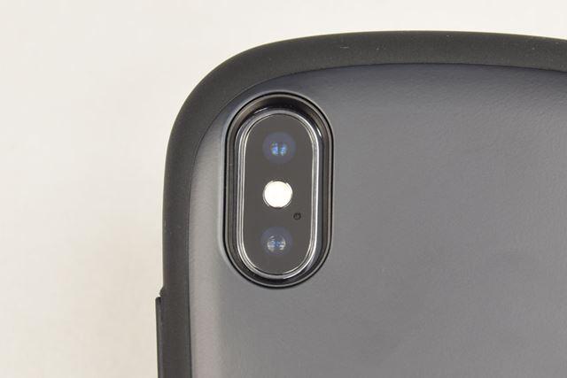 カメラの穴は、カメラの側面にピッタリフィット