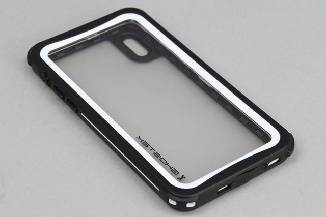 「IP68防水防塵タフネスケース ノーティカル」は、写真のブラックを含む全6色で展開