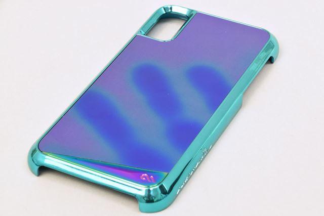 背面の「サーモクロミックフィルム」は、表面温度により色に変化が現れる