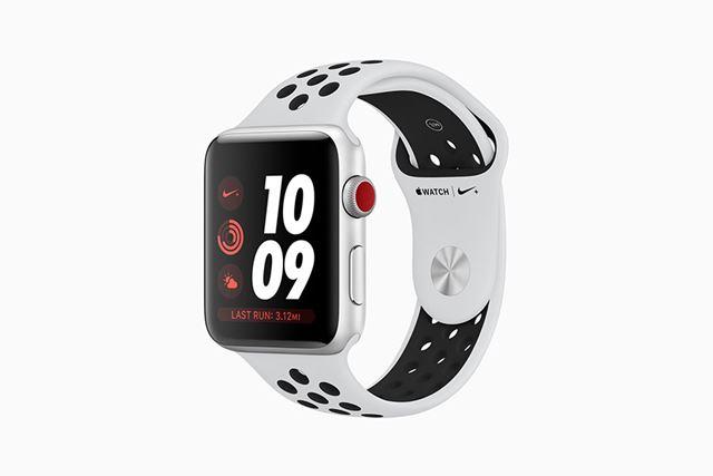 GPSモデルは、GPS+Cellularモデルよりも9,000円安いほか、Nikeスポーツバンドがラインアップされています