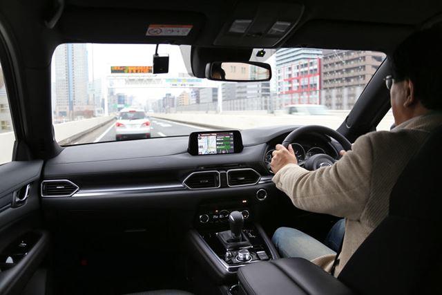 マツダ「CX-8」試乗イメージ。試乗ドライバーはモータージャーナリストの渡辺陽一郎氏
