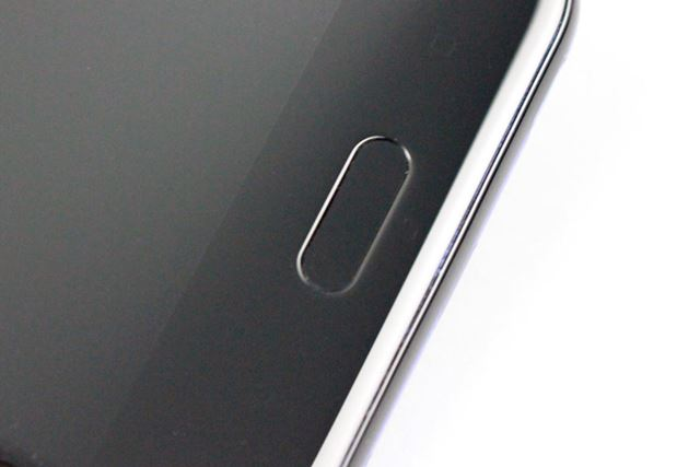 ホームボタンは指紋認証センサーも兼ねている