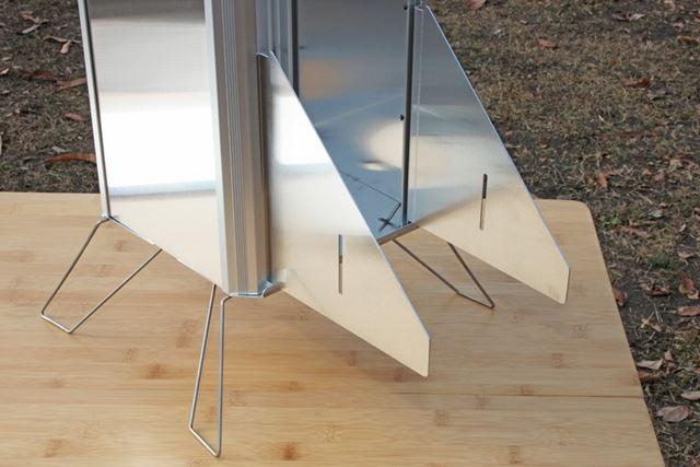 本体の側板1枚を取り外し、ダクト用パーツをセット