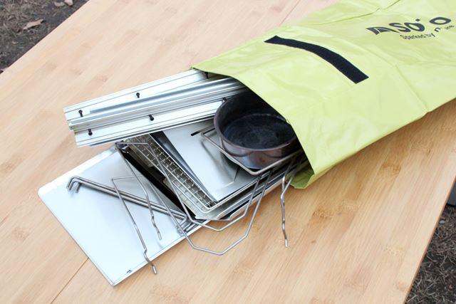 ニオイを漏らさない「スモーカー・タープケース」に、すべてのパーツが収納できます