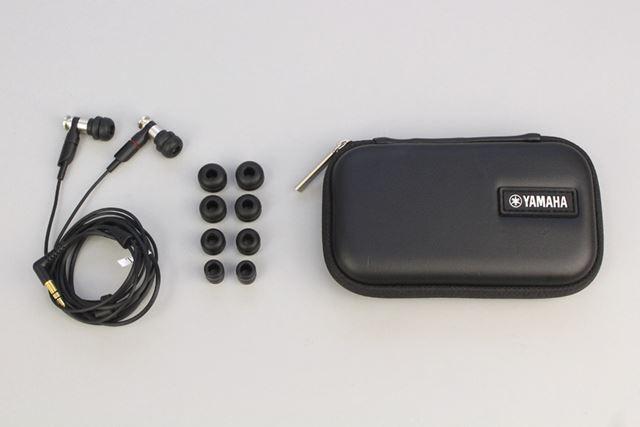 EPH-200本体のほか、5サイズのイヤーピースと専用のキャリーケースが付属する