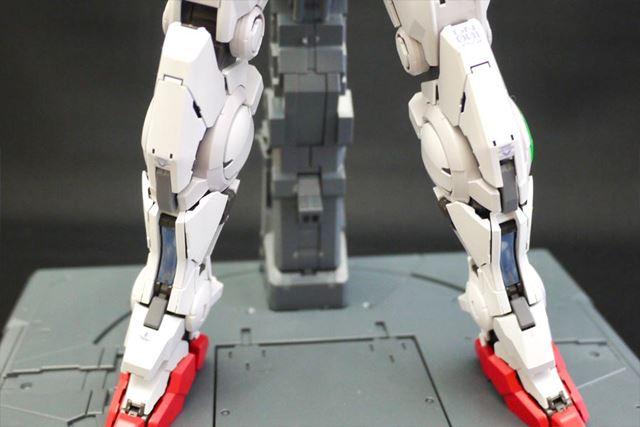 脚などのパーツもメカメカしさがたまらないですね。パーツの組み合わせもしっかり決まります