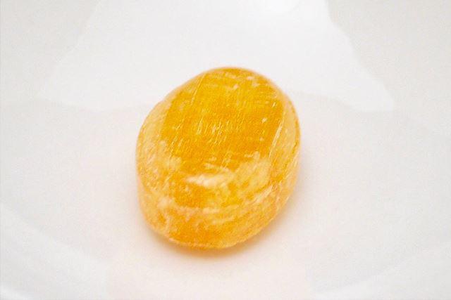 きれいなオレンジで、意外とかみ砕けるのでついついボリボリ食べてしまいます