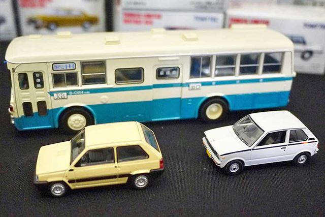 統一スケールなので、普通自動車と並べると圧倒的な大きさになります