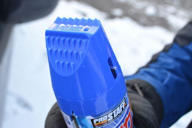 キャップをしたまま使えるので、ほんのわずかな作業も減らしたい極寒の中では助かります