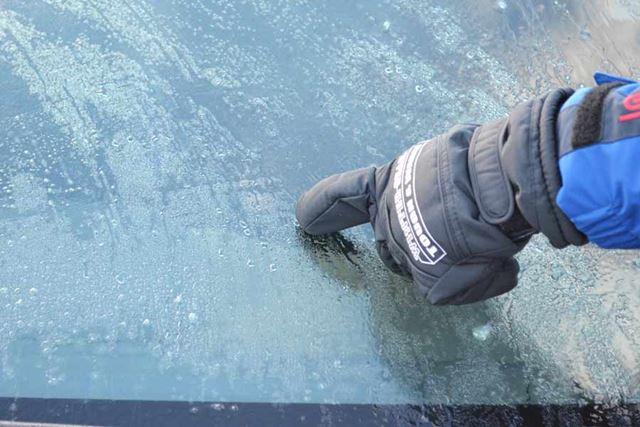 例によって、分厚く氷が張った部分を狙います