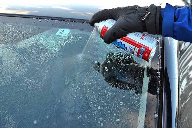 溶剤をかけた部分のほぼすべての氷が溶け落ちました! 溶ける速度も速い!