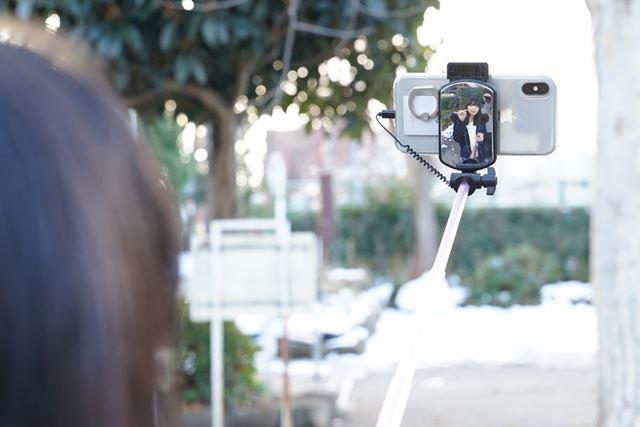 ミラーを見ながら画質を確認できるので画質に優れる「背面カメラ」で撮影可能