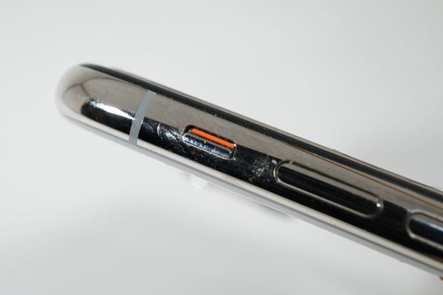 上記動画では、iPhone Xはマナーモードのまま
