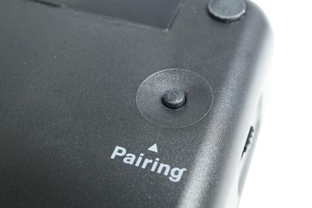 本体背面にある「Pairing」ボタン