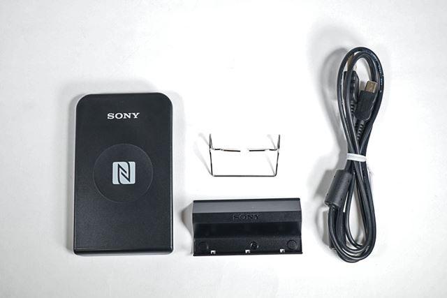 内包物は、本体、クリップ、スタンド、USBケーブル