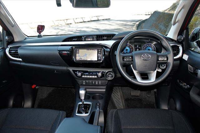 トヨタ 新型「ハイラックス」のインパネ