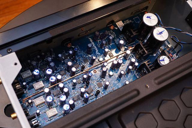 高音質カスタム電解コンデンサーなどの厳選パーツを惜しみなく投入した「UDP-LX800」のオーディオ回路部