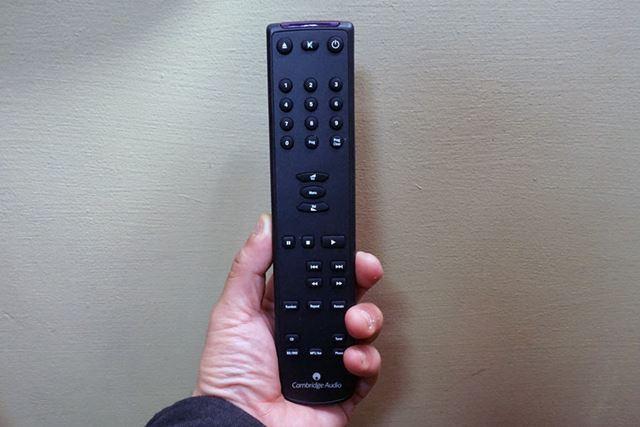 「CD5」にはフルリモコンが同梱されており、遠隔操作も可能となっている