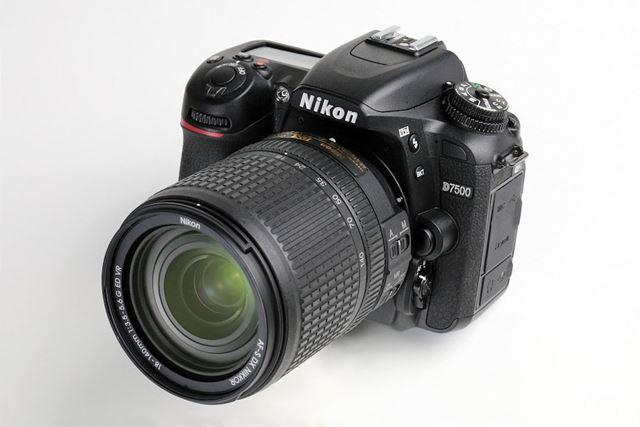 D7500は51点のAFシステムや最高約8コマ秒の高速連写を実現したニコンの中級機