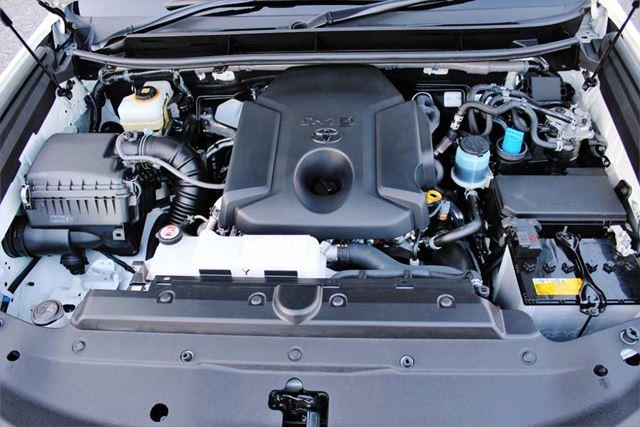 トヨタ 新型「ランドクルーザープラド」エンジンルーム