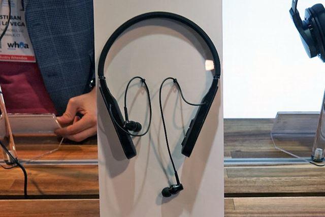 オーディオテクニカ「ATH-DSR5BT」。高音質ワイヤレスヘッドホンとして注目を集めそうだ。価格は399ドル