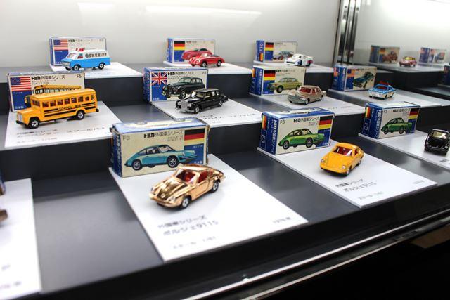 """爆発的なスーパーカーブームで人気となった、1976年にスタートした外国車シリーズ。通称""""青箱""""ゾーン"""