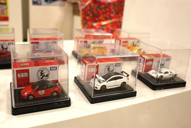 左から「フォルクスワーゲン ザ・ビートル」「スバル WRX STI Type S」「ポルシェ 911S レーシング」