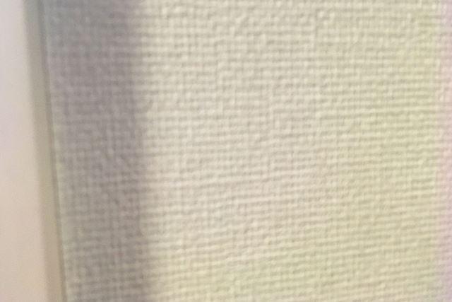こちらは私の部屋の壁です。紙のような質感