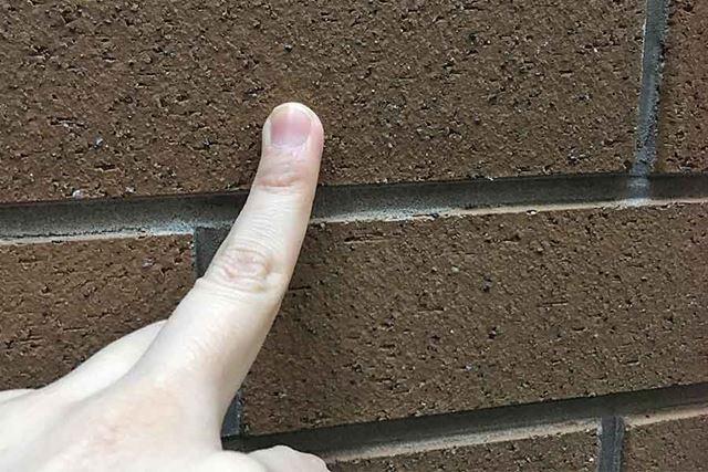 建物によく使用されている、レンガのような見た目の壁です