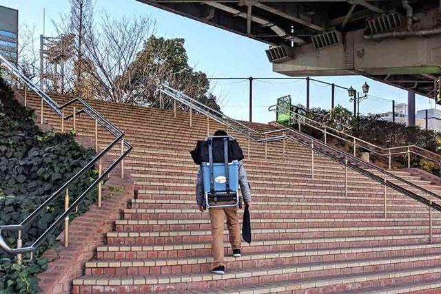 もちろん長い階段なども背負えば楽ちんです