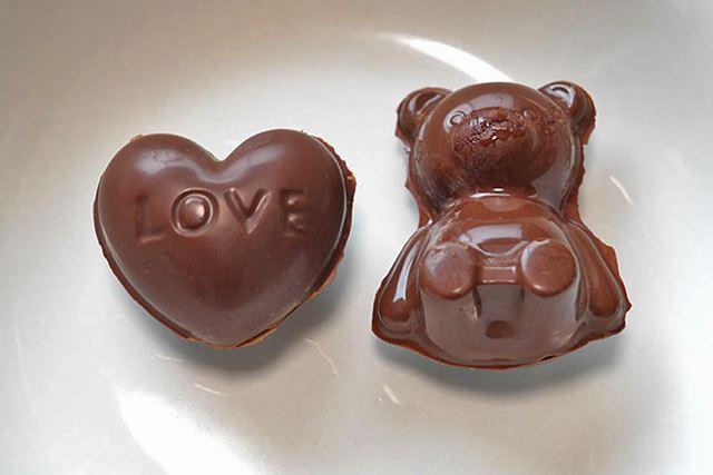…というわけで、立体のくまちゃんチョコ&ハート型チョコが完成しました