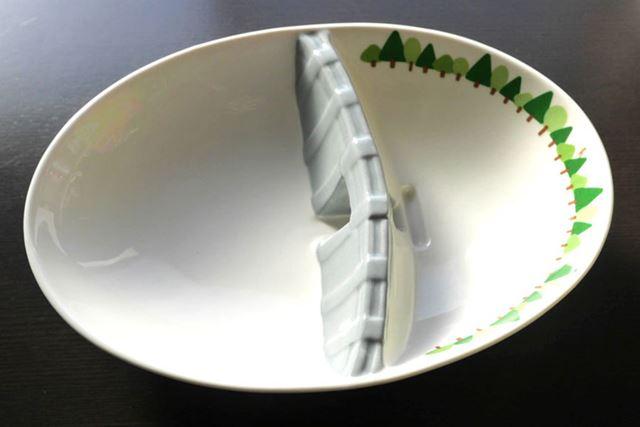名前はそのまんま「ダムカレー皿」!