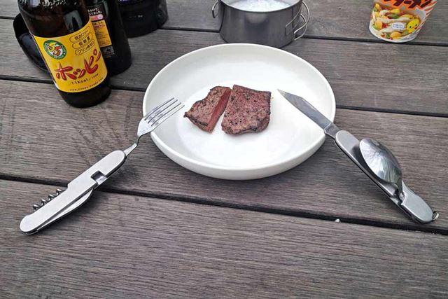 ナイフとフォークが一緒に使えます!