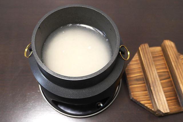 普通に1合の米を入れて1合分のお水を入れます