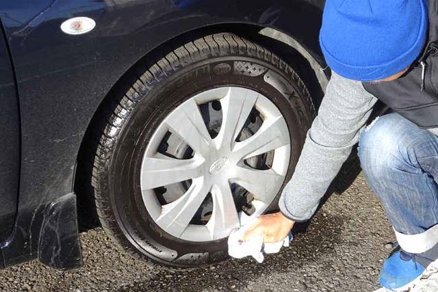 これもタイヤの汚れを落として使用するのが前提なので、塗布前に水洗いをします